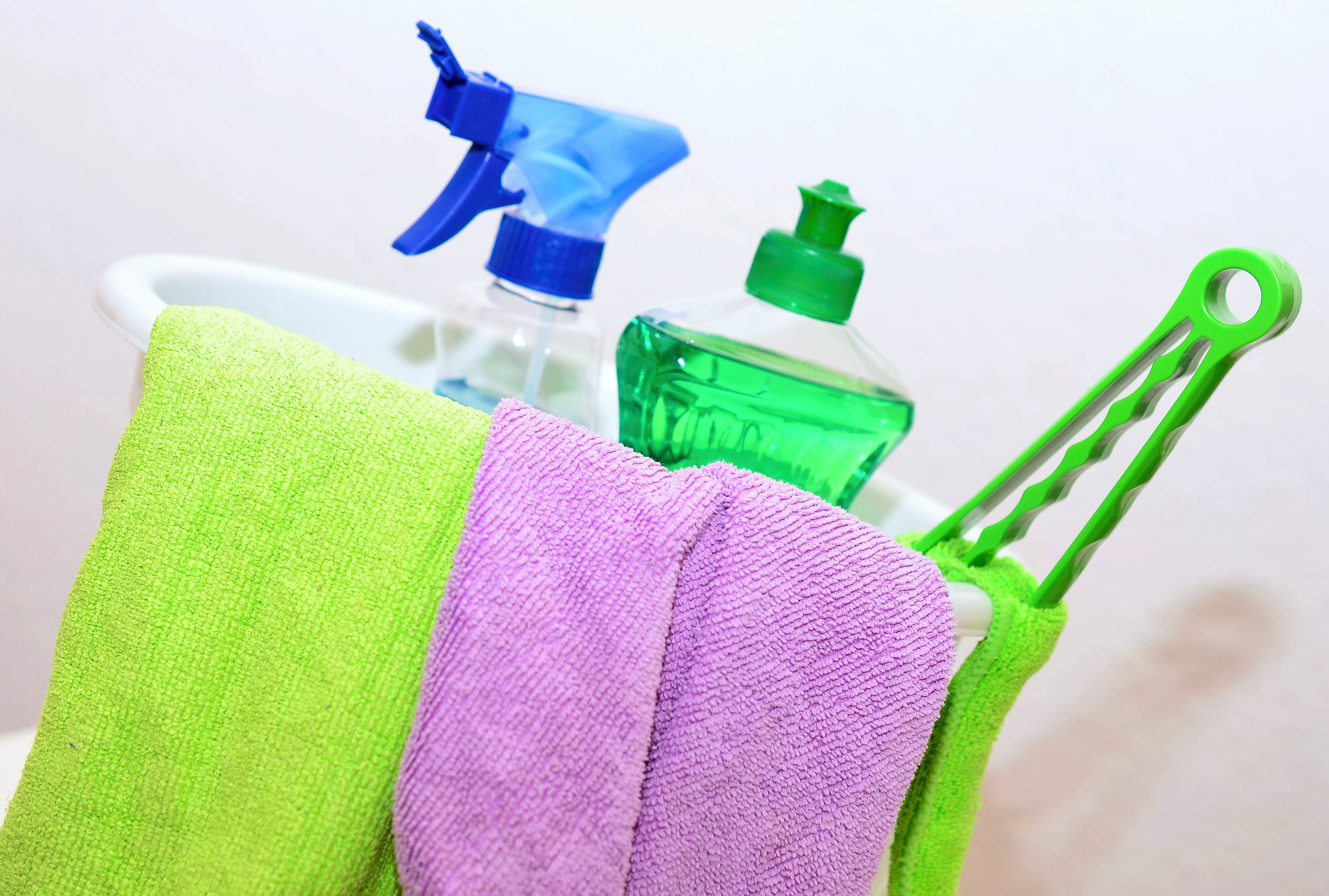 make cleaning a part of your daily routine to keep a clean house